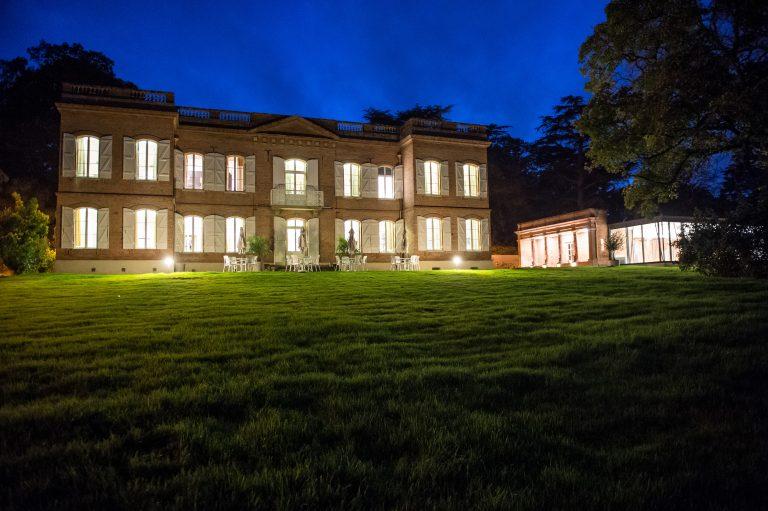 Le Domaine de Montjoie hôtel à Toulouse en soirée