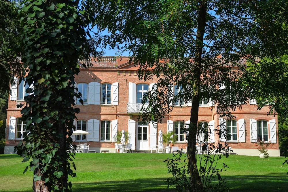 vue sur la façade depuis les bois